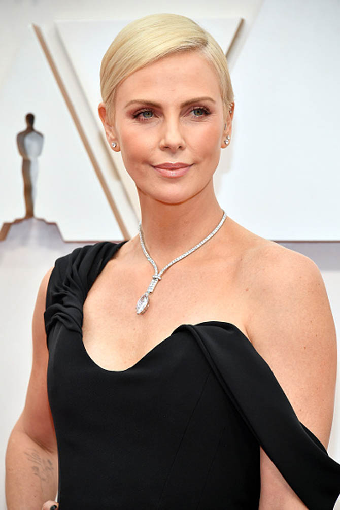 Charlize Theron wore a diamond necklace from Tiffany.