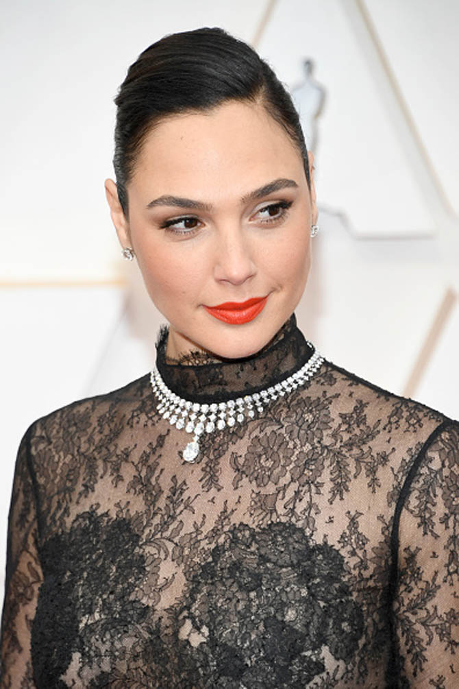 Gal Gadot wore a Tiffany Clara diamond necklace. Designed by chief artistic officer Reed Krakoff. The platinum piece features over 125 individual diamonds, totaling 77 carats.