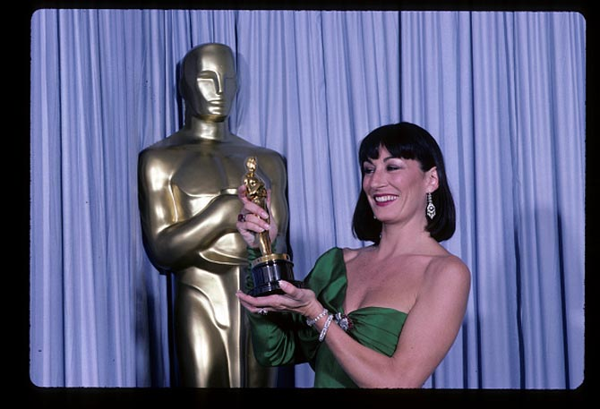 58th ACADEMY AWARDS - Airdate: March 24, 1986. (Photo by Walt Disney Television via Getty Images Photo Archives/Walt Disney Television via Getty Images) ANJELICA HUSTON, WINNER BEST SUPPORTING ACTRESS FOR 'PRIZZI'S HONOR'