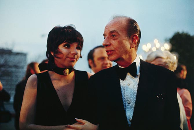 "(Original Caption) Actress Liza Minnelli, an Oscar candidate, enters the Academy Awards Ceremonies with her father, famed director Vincent Minelli. Miss Minelli, daughter of the late Judy Garland, was nominated in the ""Best Actress of 1969"" category for her role in ""The Sterile Cuckoo."" She failed to win the award."