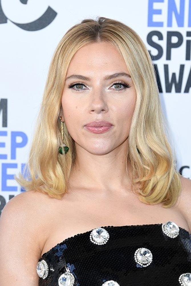 Scarlett Johansson wore earrings by Hanut Singh
