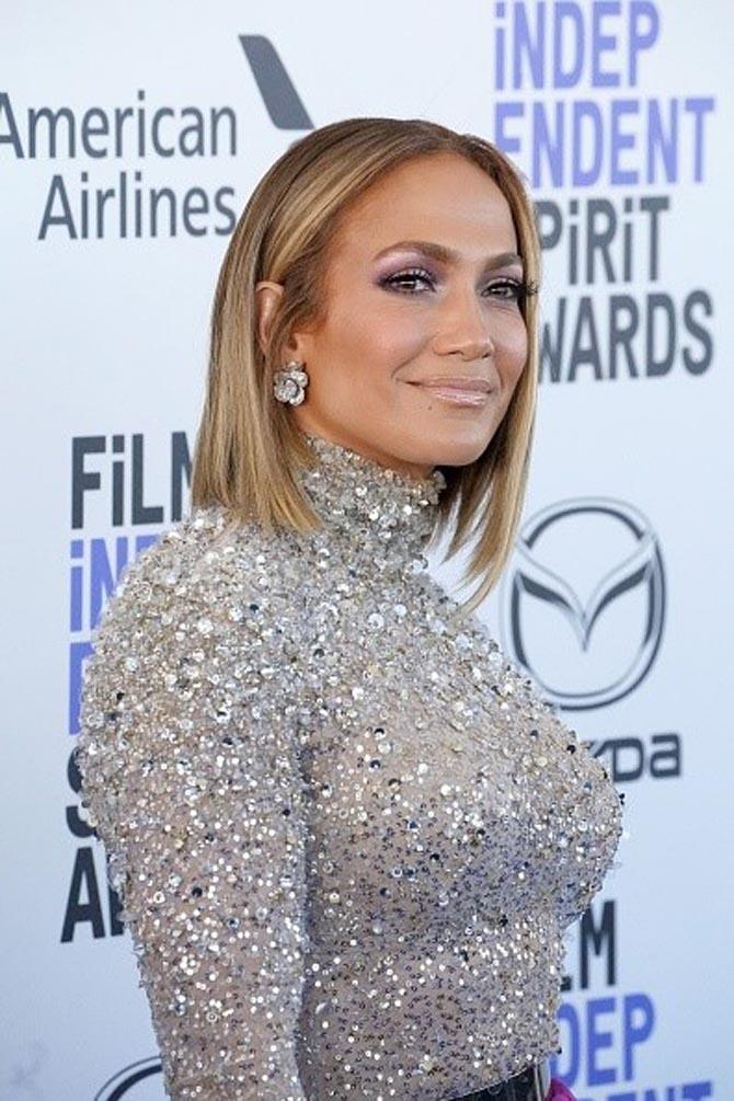 Jennifer Lopez wore earrings by Anabela Chan.