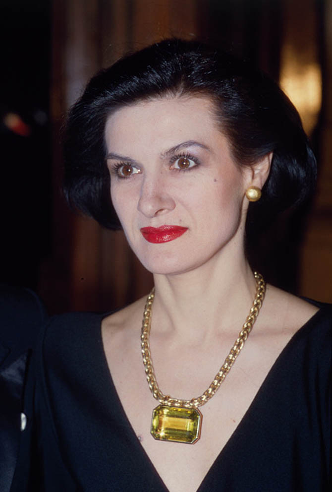 Paloma Picasso wearing her citrine and gold necklace in 1985. Photo Getty