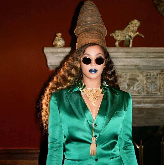 Beyonce wearing Ancient Congolese Mangbetu crown from Twiga Gallery